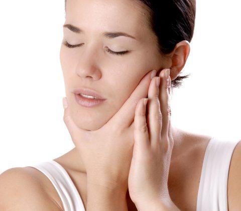 Femme mal de dent